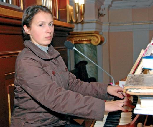 Organistka pani Izabela Wojciechowska (fot. Jerzy Rusiniak)