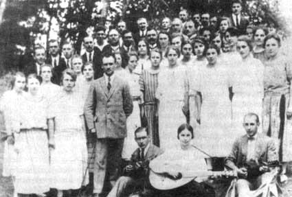 """Niemieckie Tow. Śpiewu """"Eintracht"""" z opiekunem Bruno Schulzem lata 20. XX w."""
